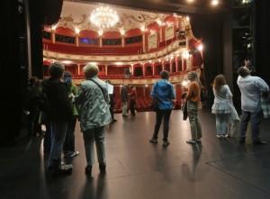 Bühnenbegehung auf dem Theaterfest 2012